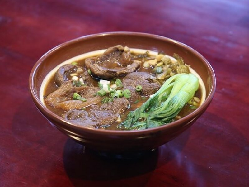 במטבחים רבים, הגשת מרק שכזה כמוהה כהצהרת אהבה כלפי הסועד - מרק בשר